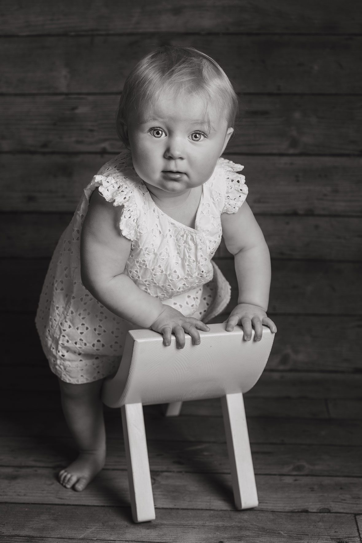 Baby girl in black and white photography for babies.