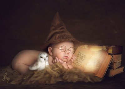 Harry-Potter-inspired-newborn-photographer,-baby-Harry-with-Hedwig-and-a-magical-book