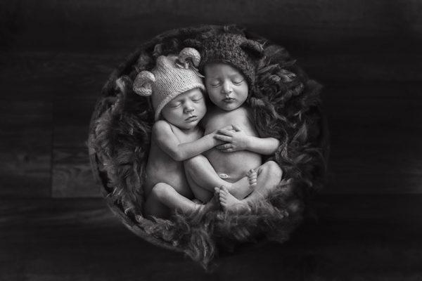 Seeing double – Essex Newborn Twin Photoshoot