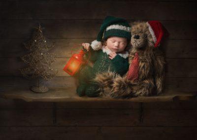 Creative-Essex-Newborn-Photographer---baby-Elf-on-shelf