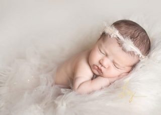 specialising in the safe posing and art of newborn photography in Essex