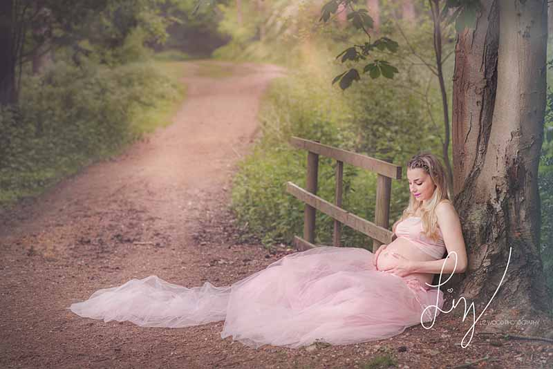 Fine art outdoor Suffolk maternity photographer