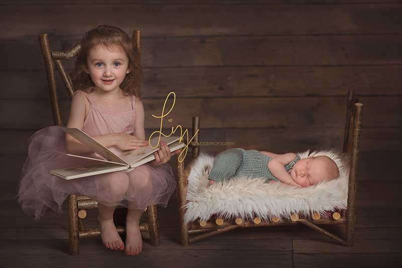 Stunning sibling photos - family & newborn Photographer Essex