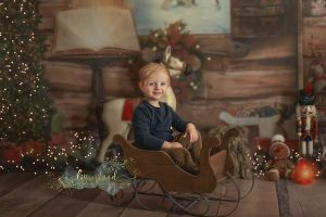Christmas photos in Santa's workshop - Suffolk child photographer mini sessions