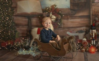 Christmas mini sessions – Santas workshop child photographer